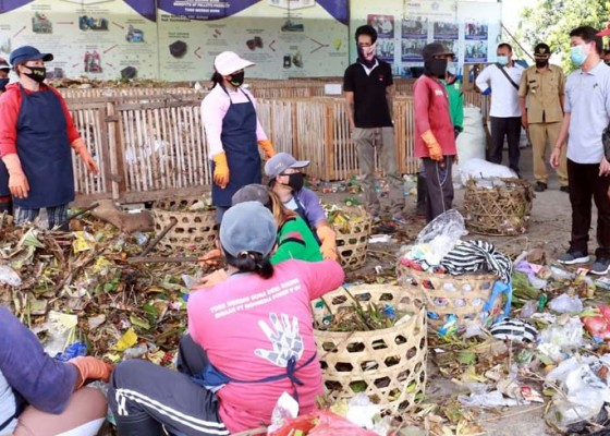 Nusabali.com - bupati-suwirta-harapkan-warga-pilah-sampah-dari-rumah