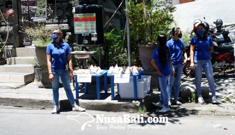 www.nusabali.com-yayasan-kolewa-bagikan-nasi-bungkus-gratis