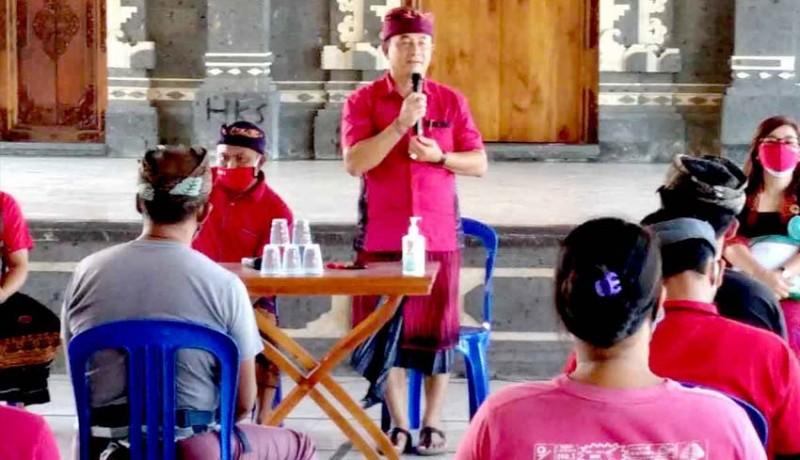 www.nusabali.com-cabup-gede-dana-sapa-warga-padangbai-dengan-salam-era-baru