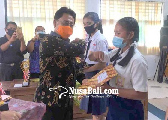 Nusabali.com - kadis-perpustakaan-kukuhkan-pemenang-lomba-virtual