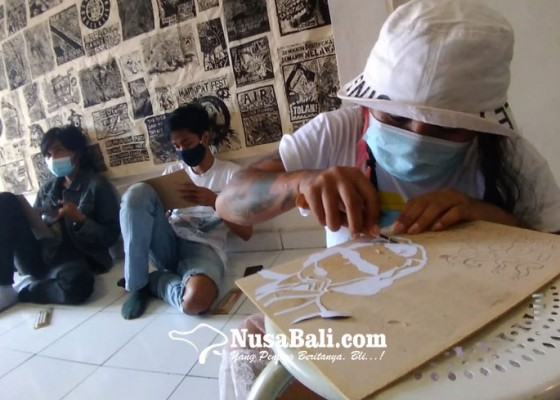 Nusabali.com - sadar-isu-pesisir-bali-melalui-pelatihan-cetak-cukil