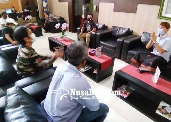 Nusabali.com - tanya-perkembangan-kasus-warga-banjar-gerudug-kejati