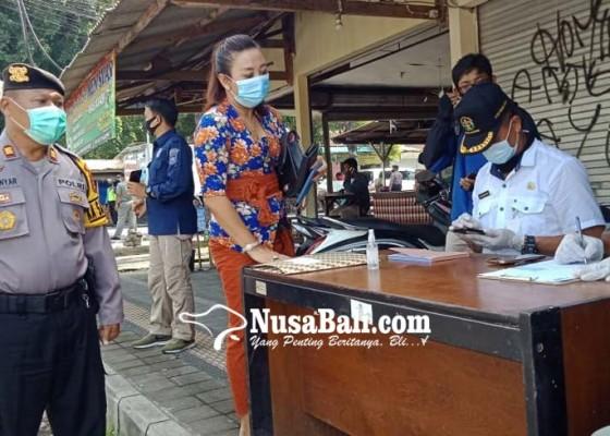 Nusabali.com - srikandi-dprd-gianyar-terjaring-razia-masker