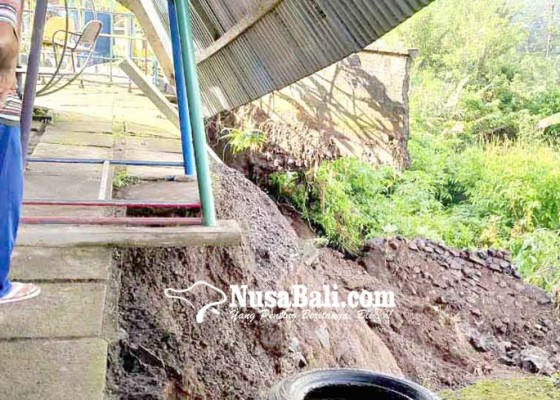 Nusabali.com - senderan-tk-widya-kumara-jebol