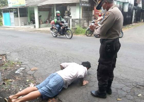 Nusabali.com - razia-masker-di-ubud-seorang-didenda-18-dipush-up