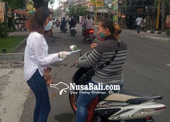 Nusabali.com - hari-anti-kekerasan-internasional-pik-m-stiki-bagikan-masker-dan-stiker