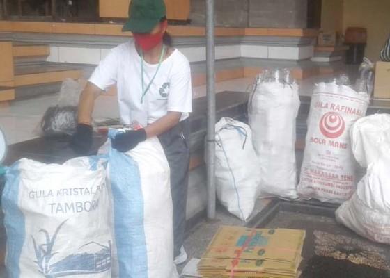 Nusabali.com - sehari-bank-sampah-keramas-terima-tabungan-sampah-rp-1-juta-lebih