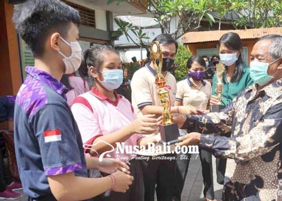 Nusabali.com - sma-pgri-amlapura-kumpulkan-siswa-berprestasi