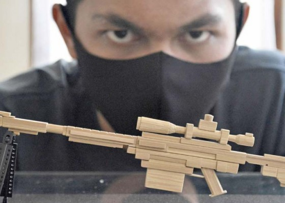 Nusabali.com - kerajinan-miniatur-senjata