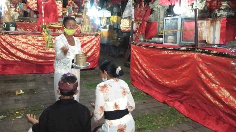 www.nusabali.com-usaba-di-pura-andakasa-pangempon-sediakan-masker