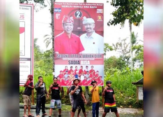 Nusabali.com - paslon-di-bangli-mulai-pasang-alat-peraga-kampanye