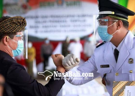 Nusabali.com - bupati-suwirta-lantik-22-perbekel-di-toss-center
