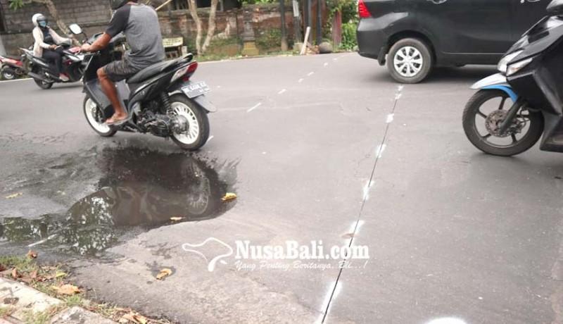 www.nusabali.com-perbaiki-drainase-jalan-raya-bedulu-ditutup