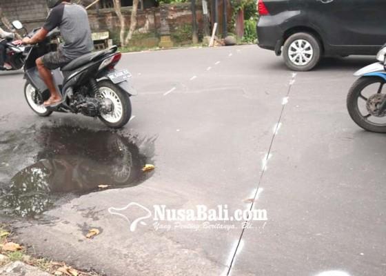 Nusabali.com - perbaiki-drainase-jalan-raya-bedulu-ditutup