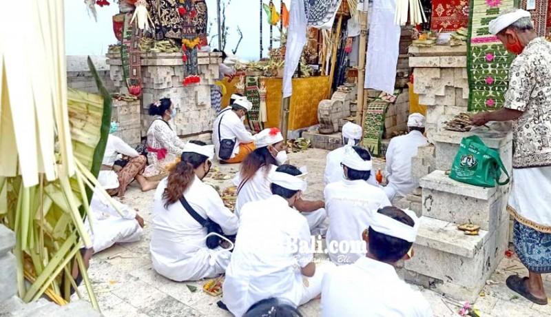 www.nusabali.com-pujawali-pura-luhur-uluwatu-hanya-berlangsung-satu-hari