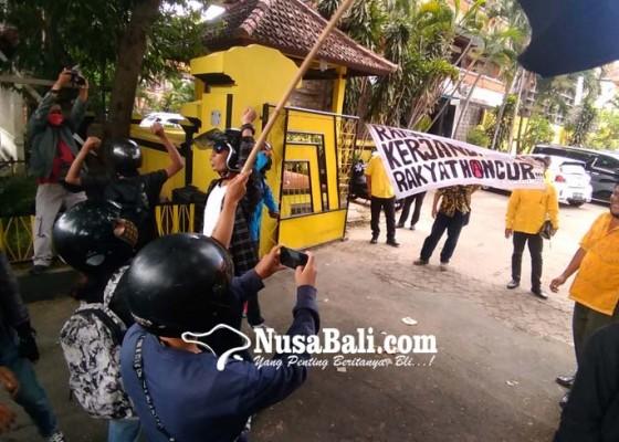 Nusabali.com - aksi-massa-sasar-kantor-parpol-di-bali