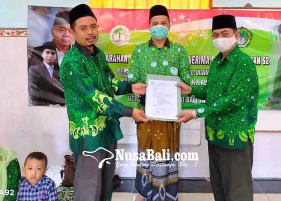 Nusabali.com - pergunu-bali-bagikan-beasiswa-institut-pesantren