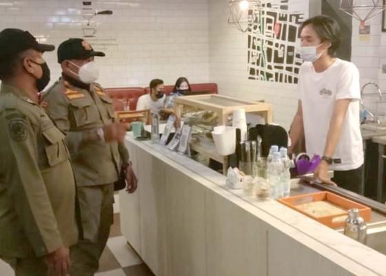 Nusabali.com - satpol-pp-denpasar-sasar-coffee-shop