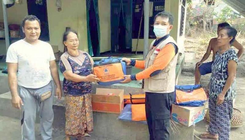 www.nusabali.com-korban-kebakaran-dapat-bantuan-terpal