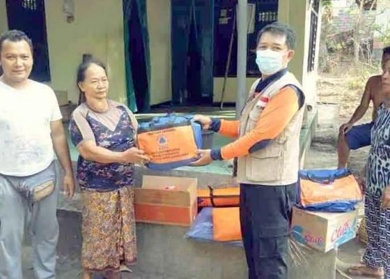 Nusabali.com - korban-kebakaran-dapat-bantuan-terpal
