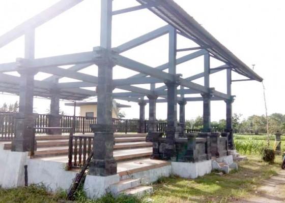 Nusabali.com - angin-ngelinus-atap-panggung-pakepungan-hancur