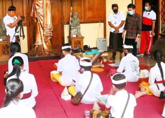 Nusabali.com - konservasi-lontar-meriahkan-atraksi-budaya-museum-semarajaya