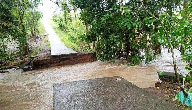 www.nusabali.com-2-jembatan-putus-jukung-nelayan-hilang