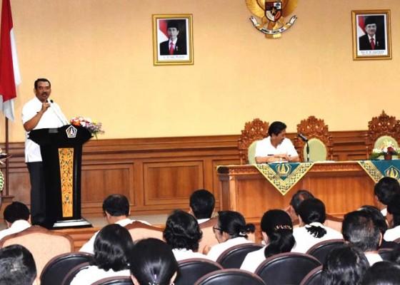 Nusabali.com - pemkab-badung-tanggung-seragam-sekolah