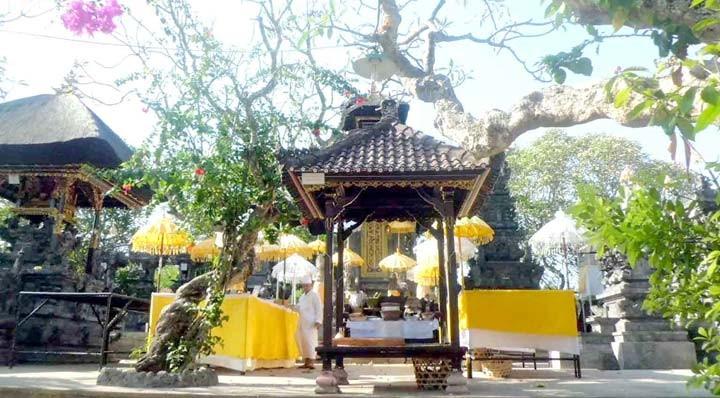 www.nusabali.com-pujawali-di-pura-silayukti-pamedek-ngayeng-dari-rumah
