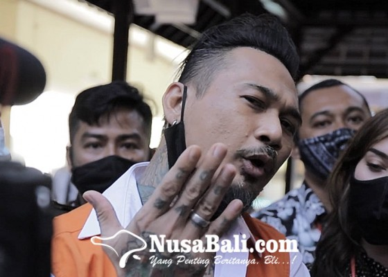Nusabali.com - jerinx-ke-dokter-apakah-bapak-ingin-memenjarakan-saya
