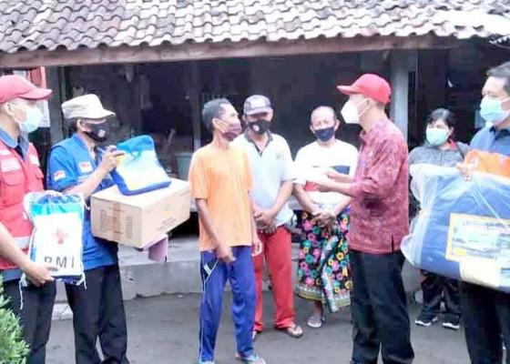 Nusabali.com - pjs-bupati-karangasem-bantu-korban-bencana