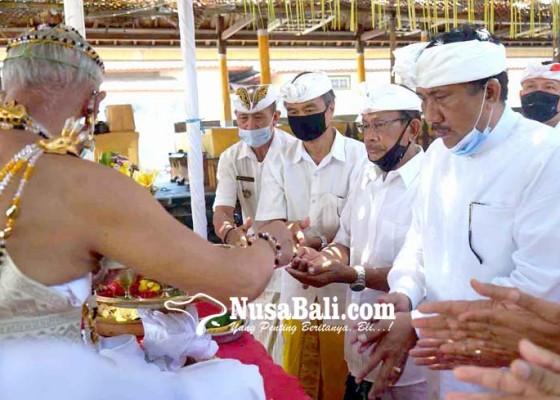Nusabali.com - sah-sekretaris-komisi-iii-dprd-bali-jabat-bendesa-bugbug