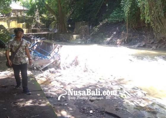 Nusabali.com - diterjang-banjir-jembatan-pura-beji-putus