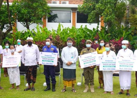 Nusabali.com - 27150-pekerja-terima-bsu-rp-600000bulan