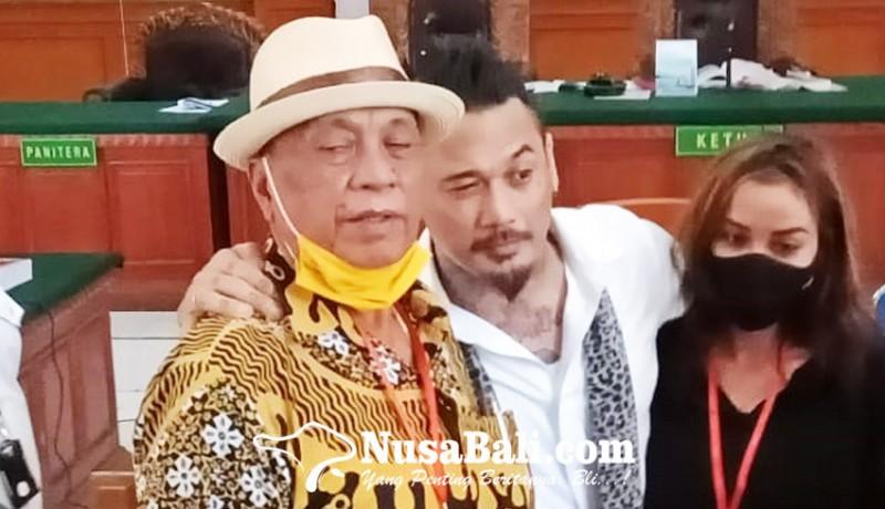 www.nusabali.com-sang-ayah-berharap-jerinx-dibebaskan