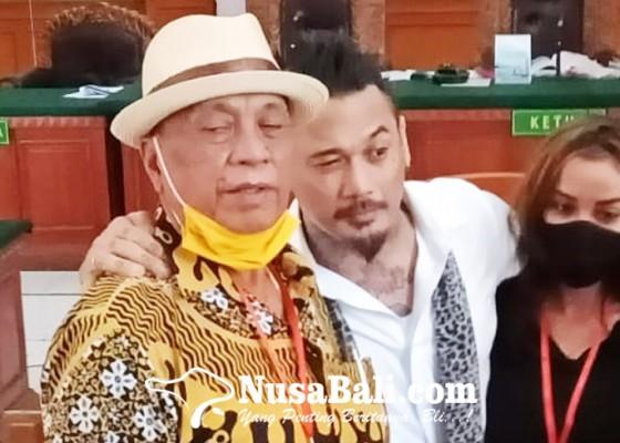 Nusabali.com - sang-ayah-berharap-jerinx-dibebaskan