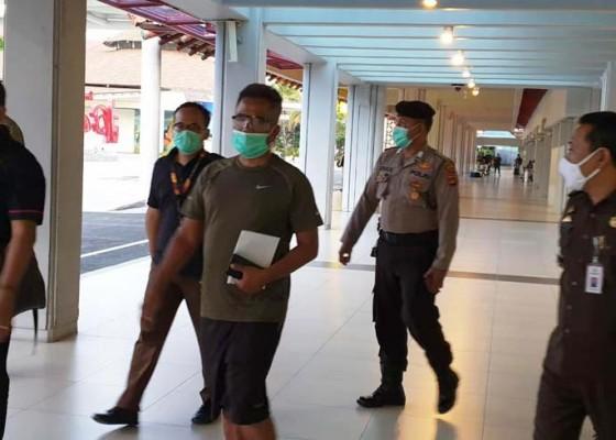 Nusabali.com - buron-korupsi-asal-tabanan-diringkus-di-hotel