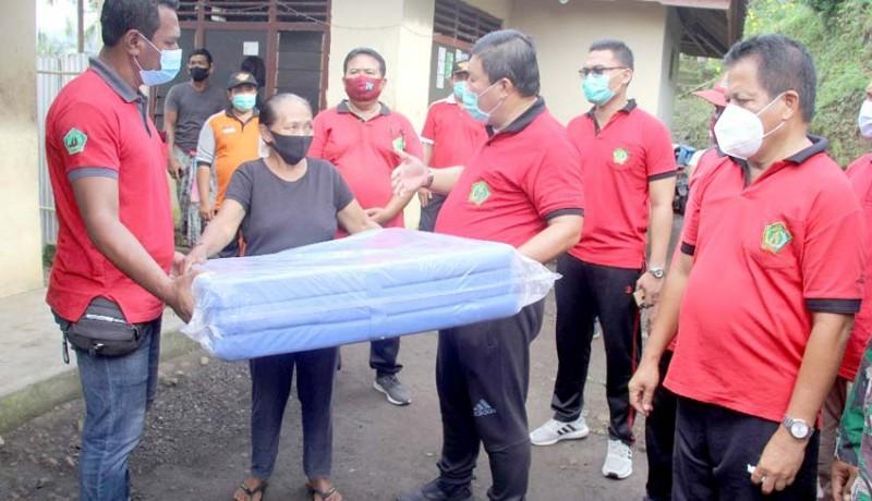 www.nusabali.com-bupati-artha-bantu-warga-penyandang-disabilitas-dan-korban-longsor