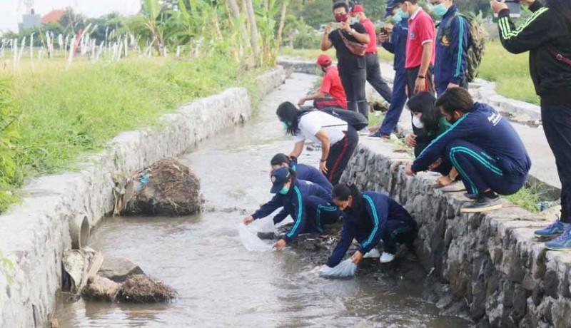 www.nusabali.com-tmmd-kodim-1611badung-tebar-20000-ekor-ikan-nila