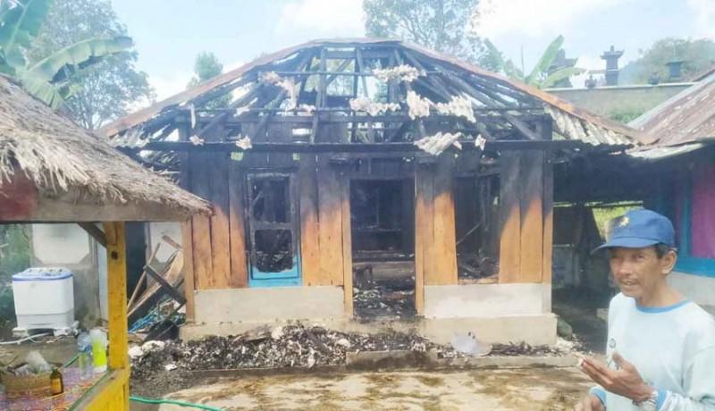 www.nusabali.com-dapur-terbakar-uang-rp-5-juta-jadi-abu