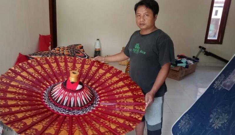 www.nusabali.com-sulap-payung-biasa-jadi-luar-biasa