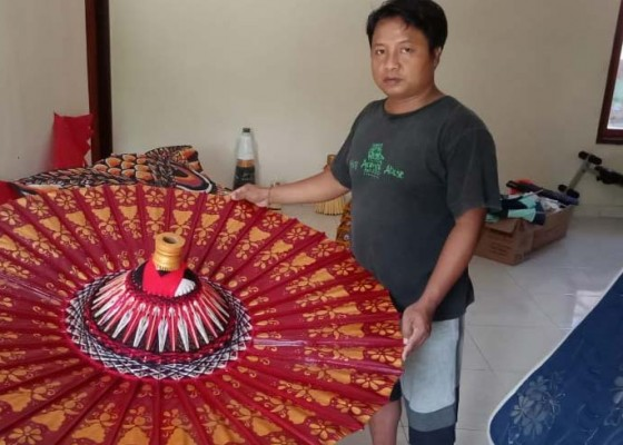 Nusabali.com - sulap-payung-biasa-jadi-luar-biasa