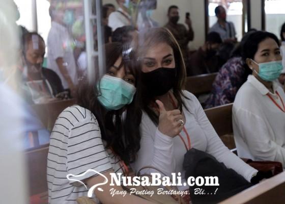 Nusabali.com - ada-rina-nose-di-sidang-jerinx-beri-dukungan-moril