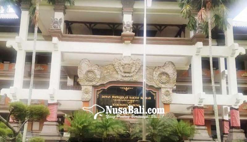 www.nusabali.com-disemprot-disinfektan-gedung-dewan-ditutup-sehari