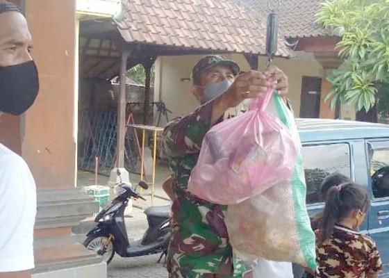 Nusabali.com - 17-ton-sampah-ditukar-5785-kg-beras