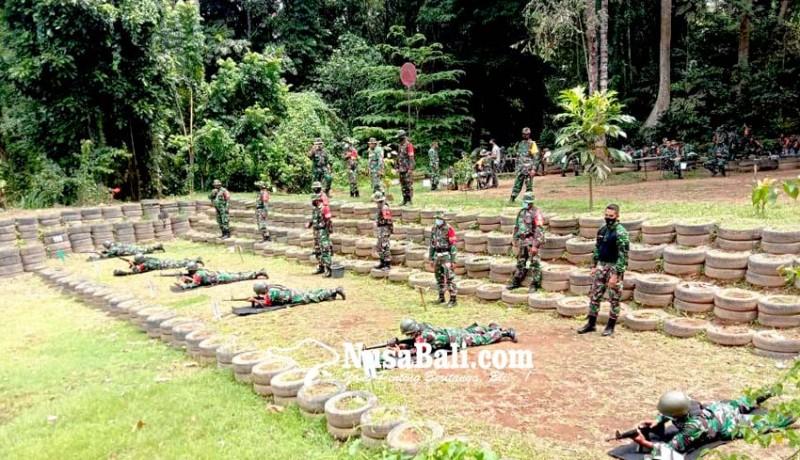 www.nusabali.com-asah-kemampuan-kodim-gianyar-latihan-menembak