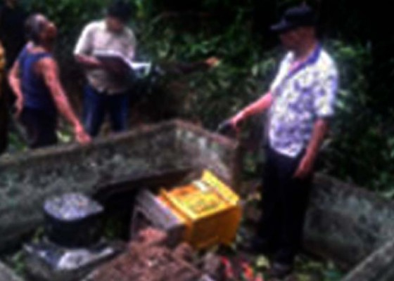 Nusabali.com - puting-beliung-terjang-desa-tibubiu-kerambitan-tabanan-9-bangunan-rusak
