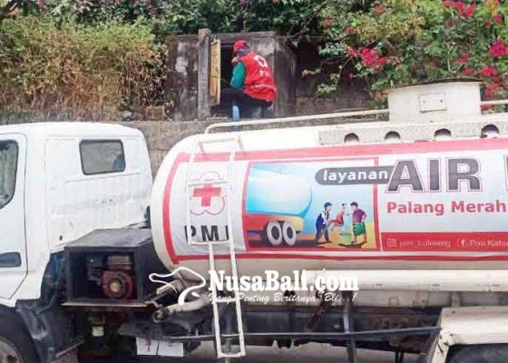 Nusabali.com - pmi-salurkan-10000-liter-air-di-banjar-pedahan-kaja