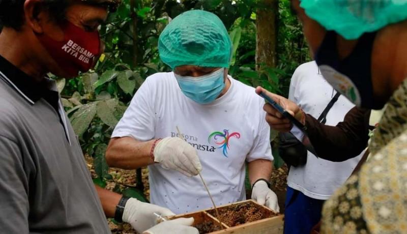 www.nusabali.com-bupati-suwirta-akan-bantu-perizinan-sni-hingga-pemasaran-madu-kela