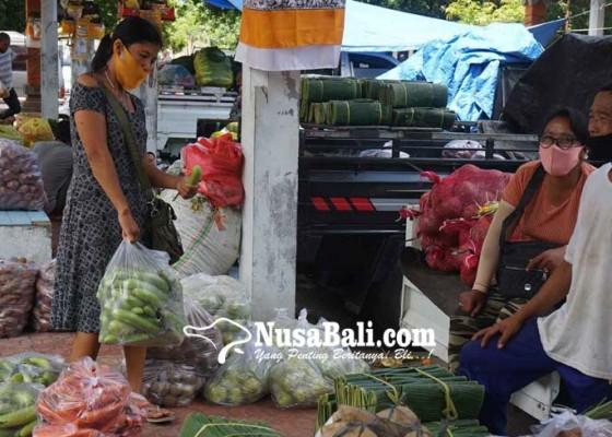 Nusabali.com - terminal-subagan-beralih-fungsi-jadi-pasar-grosir